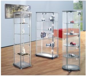 Edle Ausstellungs-Vitrinen aus Glas mit Beleuchtung