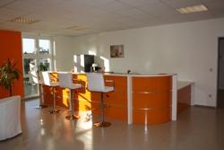 Empfangstheke AS-Line mit Hochglanzfront in orange und Korpus in weiß